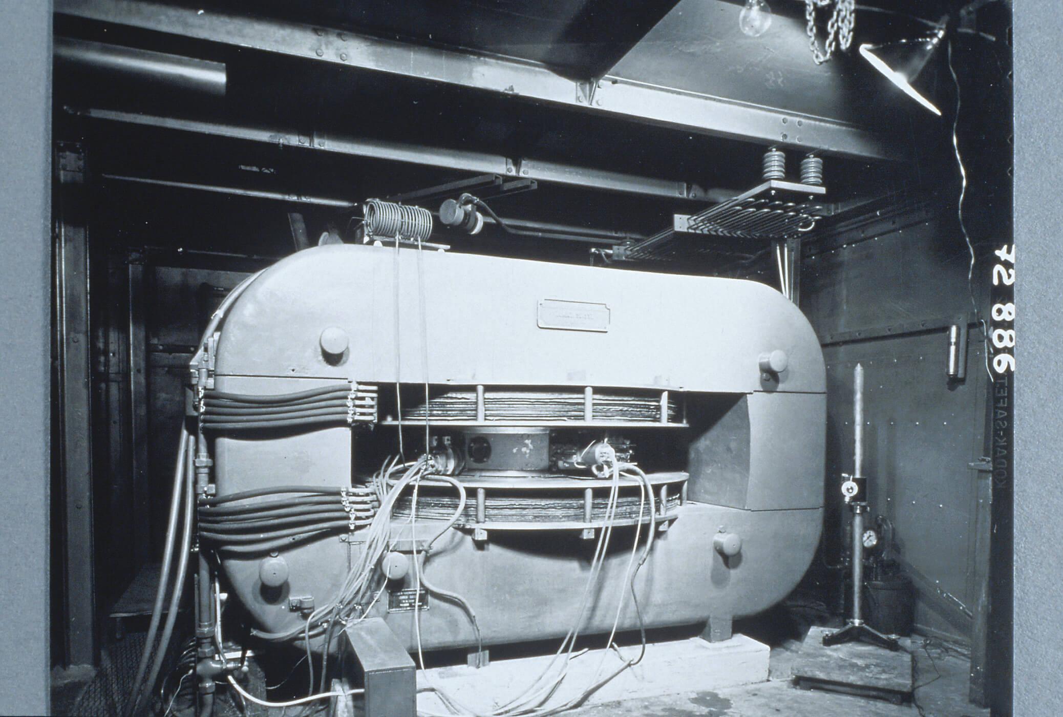 Accélérateur de particules de Joliot en 1937 au Collège de France